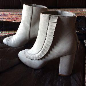 🐘 Grey Ruffle Boots | Vegan Suede boho 7.5 🐘